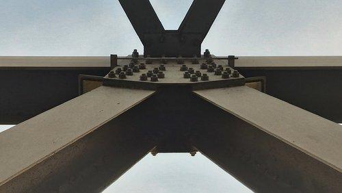 earthquake.steel.beam